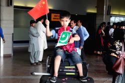 RAWALPINDI, April 4, 2015 (Xinhua) -- A Pakistani boy evacuated from Yemen holds Chinese and Pakistani national flags at Benazir Bhutto International Airport in Rawalpindi, Pakistan, April 3, 2015. A ...