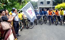 SBI Chief General Manager Rajni Mishra (R) flags off the ``Great Malnad Challenge - 2015`` - an annual long distance cycling trail across the Western Ghats, in Bengaluru, on Sep 30, 2015.