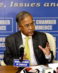 SEBI Chairman UK Sinha during a programme at Bharat Chamber of Commerce in Kolkata on Jan 17,  2017.