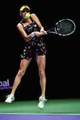 Singapore: Robin match - Maria Sharapova serves v/s Agnieszka Radwanska
