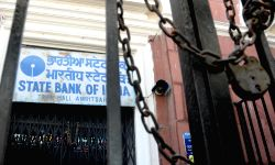 State Bank of India closed for public dealing after Prime Minister Narendra Modi announced demonetisation of Rs 1000 and Rs 500 notes with effect from midnight, making these notes invalid ...
