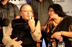 Union Minister for Finance and Corporate Affairs Arun Jaitley and SBI Chairman Arundhati Bhattacharya during the launch of SBI's digital wallet 'MobiCash' in Mumbai on Dec 17, 2016.