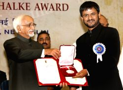 Vice President Hamid Ansari  presenting best actor award to Girish Kulkarni at the''59 National Film Awards'', in New Delhi on Thursday 03 May 2012.