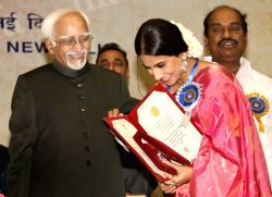 Vice President Hamid Ansari  presenting the best actress award to Vidya Balan at the ''59 National Film Awards'', in New Delhi on Thursday 03 May 2012.