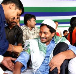 YSR Congress chief Y S Jagan Mohan Reddy's indefinite hunger strike to press for special status for Andhra Pradesh enters second day in Guntur on Oct 8, 2015.