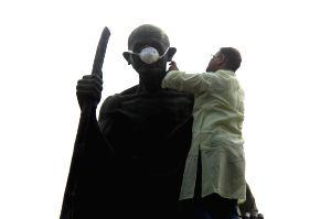 Kapil Misra's demonstration against Kejriwal over pollution