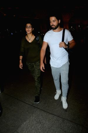 Shruti Haasan, Michael Corsale spotted at airport