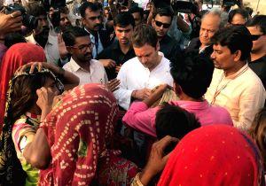 Banaskantha (Gujarat): Rahul Gandhi interacts with people