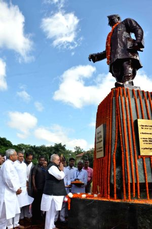 Krishna Singh's birth anniversary - Bihar CM, Governor pay tributes