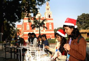 New Delhi on the eve of Christmas