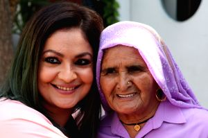 Pooja Bhatt with 'Revolver Dadi