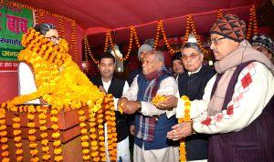 Jitan Ram Manjhi pays tributes to Ram Lakhan Singh Yadav