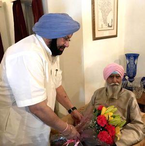 Punjab CM Amarinder meets Former Police Chief  Kanwar Pal Singh Gill