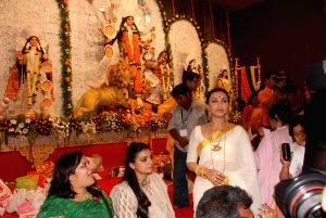 Rani Mukherjee at Durga pooja at Santacruz.