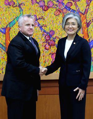 FM meets U.S. diplomat