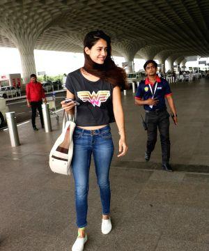 Airport celebrity looks