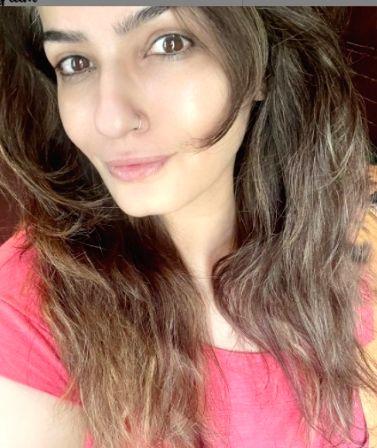 Raveena Tandon's no-makeup selfie wows fans ( Credit :  Raveena Tandon /instagram)