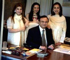 Shashikant Bhalchandra Garware with family