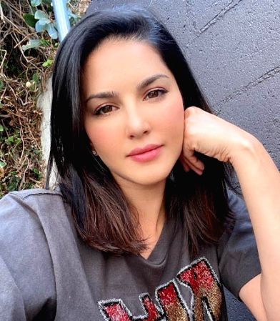 Sunny Leone and daughter's tryst with art