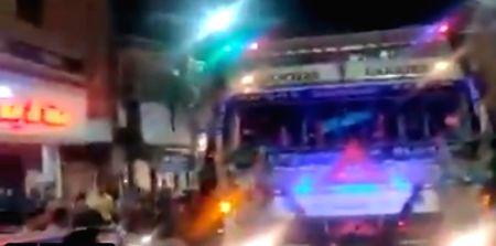 Truck horn blaring 'Yamla Pagla Deewana' wins Twitter.