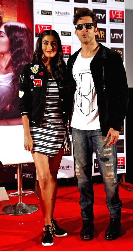 """Actors Hrithik Roshan and Pooja Hegde during the promotion of their upcoming film """"Mohenjo Daro"""" in Ahmadabad on Aug 9, 2016. - Hrithik Roshan and Pooja Hegde"""