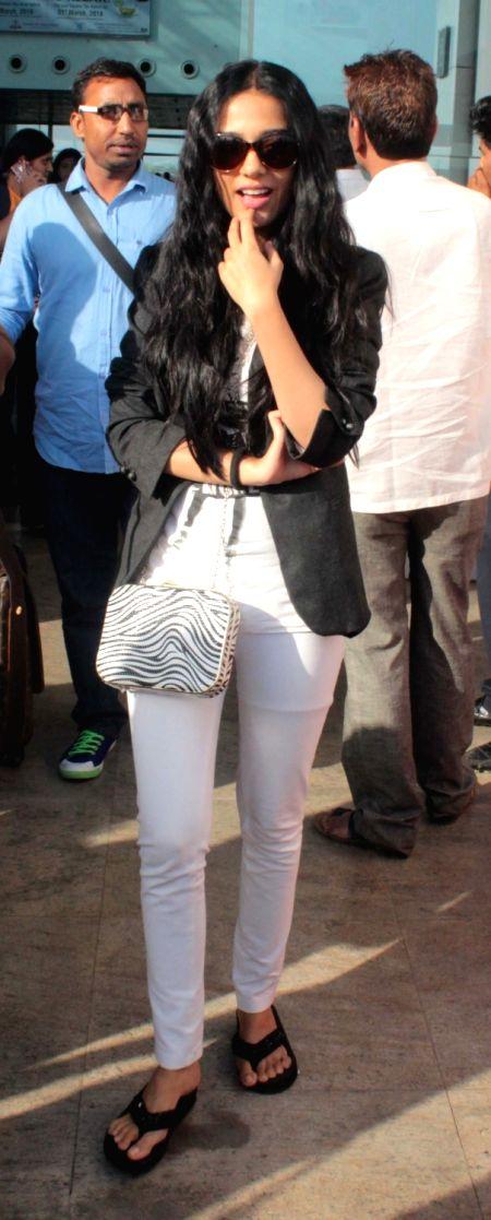 Actress Amrita Rao at Raja Bhoj International Airport in Bhopal on May 7, 2016. - Amrita Rao