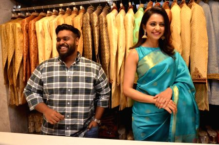 Rakul Preet Singh launches SouthIndia Shopping Mall in Secunderabad