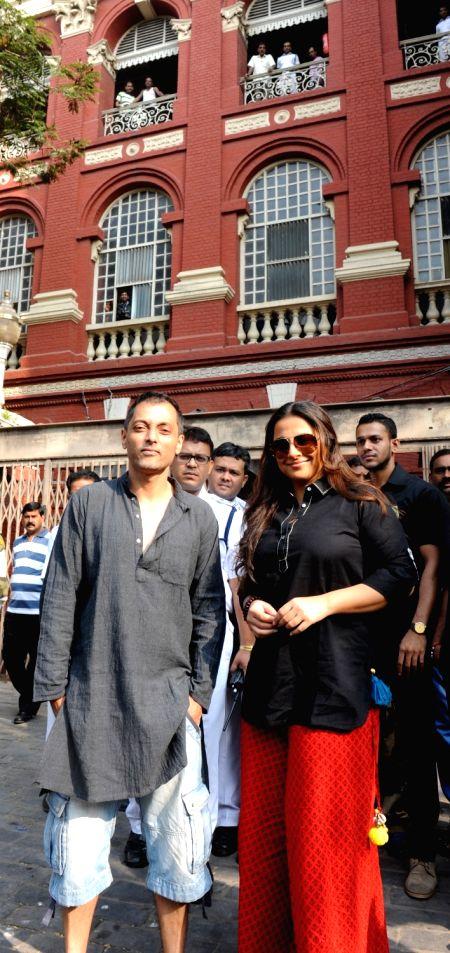 Actress Vidya Balan with director Sujoy Ghosh during shooting for their upcoming film at Writers Building in Kolkata on Nov 24, 2015. - Sujoy Ghosh