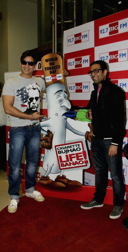 Bollywood actor Vivek Oberoi and RJ Ankit flag Off `Cigarette Bhujao Life Banao` campaign on `World No Tobacco Day` at 92.7 BIG FM Studio.