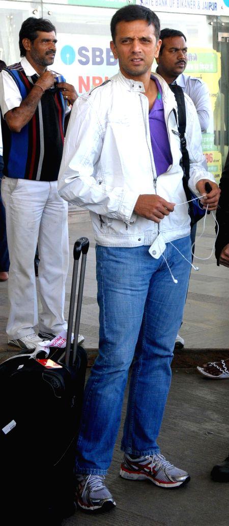 Former India cricketer Rahul Dravid arrives at Jaipur airport on 7 Dec. 2013. - Rahul Dravid