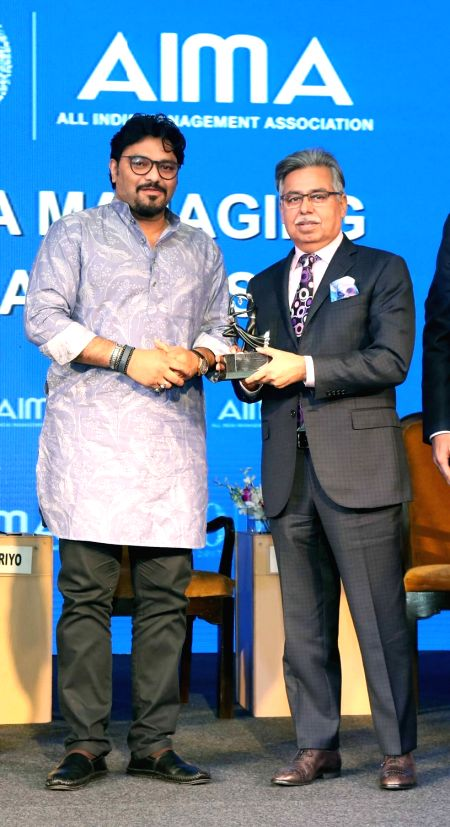 Hero MotoCorp CMD & CEO Pawan Munjal receives Indian MNC of the Year Award, bestowed on Hero MotoCorp, from Union Minister Babul Supriyo at the AIMA Awards ceremony in New Delhi, on ... - Babul Supriyo