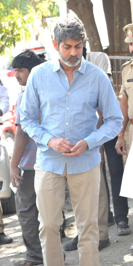 Actor Jagapati babu pays tribute to Telugu filmmaker V.B Rajendra Prasad, breathed his last Monday (12th Jan 2015) in Hyderabad, on Jan 13, 2015. Prasad was undergoing treatment in a ... - Jagapati