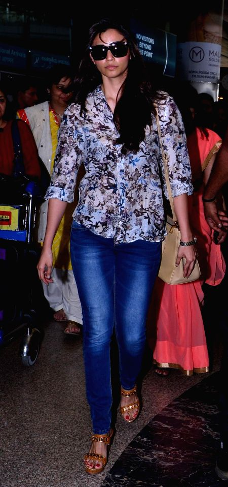 Actress Daisy Shah arrive at Shamshabad Airport to attend wedding ceremony of Salman`s sister in Hyderabad. - Daisy Shah