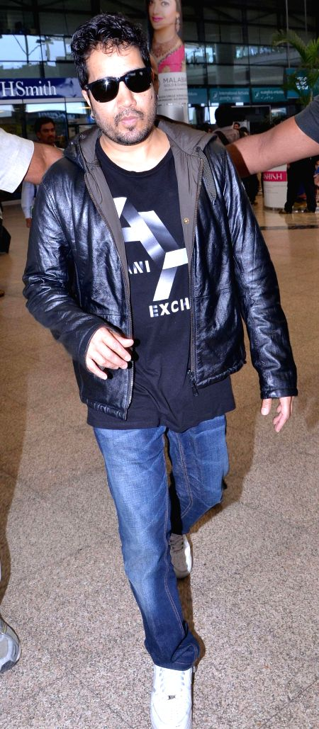 Singer Mika Singh arrive at Shamshabad Airport to attend wedding ceremony of Salman`s sister in Hyderabad. - Mika Singh