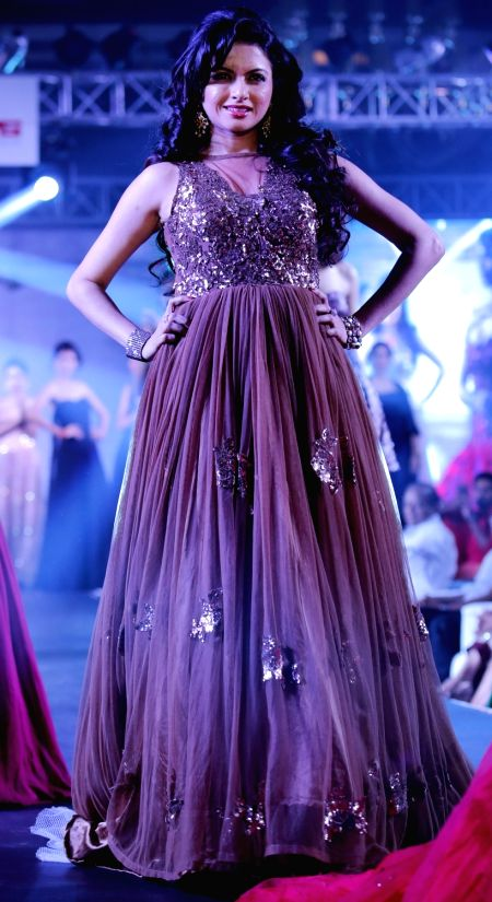 Jaipur : Actress Bhagyashree  walks the ramp during Jaipur Couture show  on April 6, 2016. - Bhagyashree