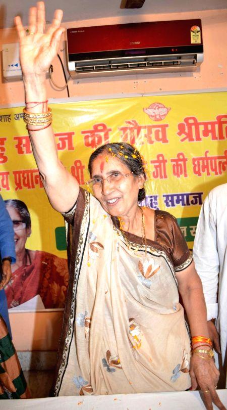 Jashodaben Modi, wife of Prime Minister Narendra Modi during a felicitation programme at Bihar Tailik Sahu Samaj Bhawan in Patna on April 24, 2017. - Narendra Modi and Jashodaben Modi
