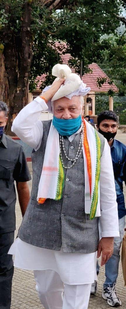 "Kerala Governor Arif Mohammed Khan on a pilgrimage to Sabarimala him shrine ,wearing the traditional ""Bead Mala "" and carrying ""Irumudi Kettu"" in the head. - Arif Mohammed Khan"