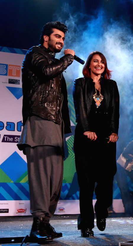 Actors Sonakshi Sinha and Arjun Kapoor during a programme in Kolkata on Dec 23, 2014.