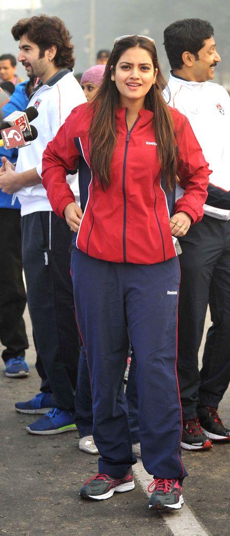 Actress Nusrat Jahan participates in 25K Kolkata Marathon on Dec 28, 2014. - Nusrat Jahan
