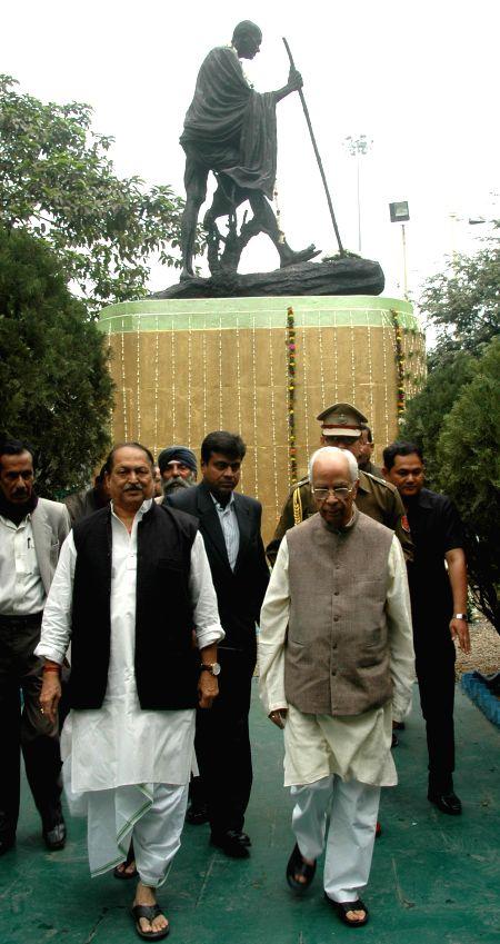 West Bengal Governor Keshari Nath Tripathi with state Panchayat minister Subrata Mukherjee paying homage to Mahatma Gandhi on the occasion of Martyr's Day, in Kolkata on Jan. 30, 2015. - Subrata Mukherjee and Keshari Nath Tripathi