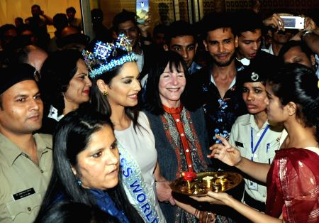 Miss World Manushi Chhillar gets glorious welcome in India