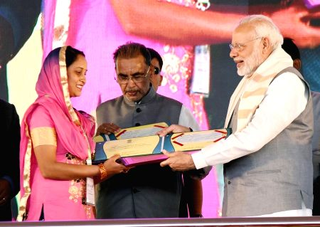 PM Modi presents awards at Krishi Unnati Mela
