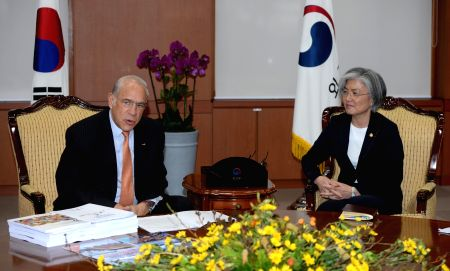 FM meets with OECD chief