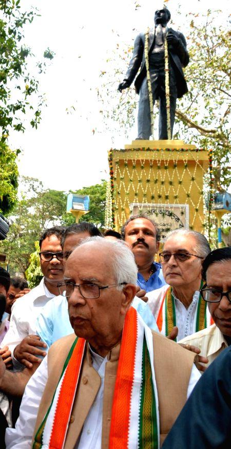 West Bengal Governor Keshari Nath Tripathi pays tribute to Dr B. R. Ambedkar on his birth anniversary in Kolkata, on April 14, 2017. - Keshari Nath Tripathi