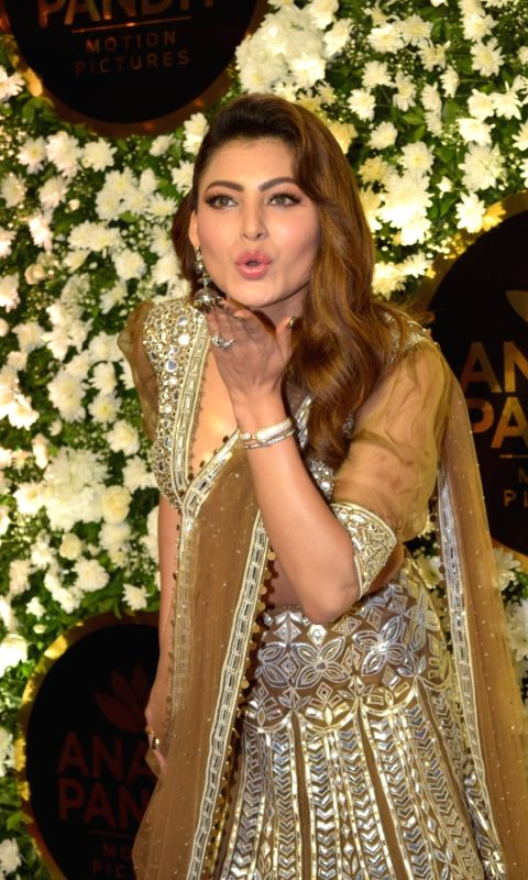 actress-urvashi-rautela-at-film-producer-anand