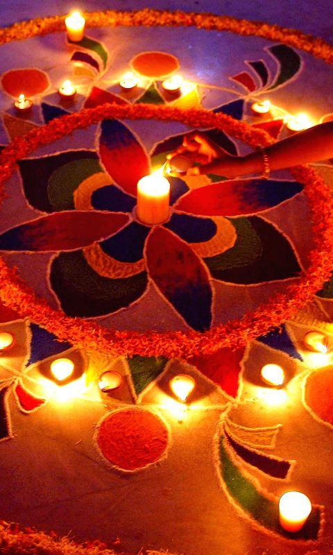 kolkata-a-girl-makes-a-rangoli-ahead-of-diwali-in