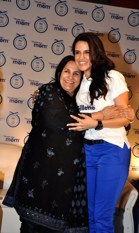 neha-dhupia-with-her-mother-at-p-g-thank-you-mom