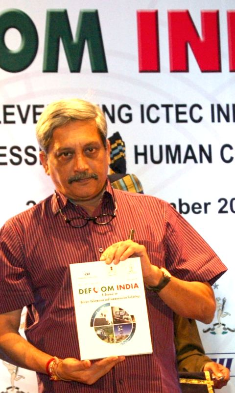The Union Minister for Defence, Manohar Parrikar at the inauguration of the Defcom 2015, in New Delhi on Nov 23, 2015. Also seen the Chief of Army Staff, General Dalbir Singh.