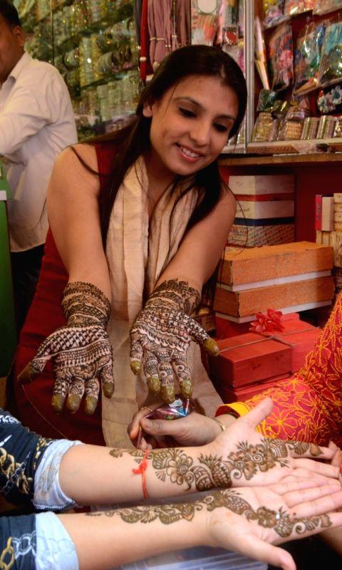 /photos/karwa-chauth-festival-photos.html#photo