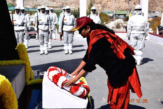 Defence Minister Smt Nirmala Sitharaman laying wreath at the War memorial at Siachen Base Camp on Saturday, 30 September 2017.